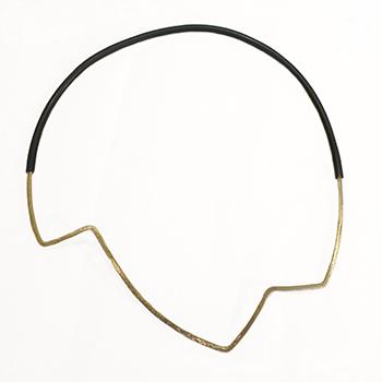 Elegant ZigZag halskæde, stor zigzag, halskæde med mønster, gummi, halskæde med gummilukning, gummilås, usynlig lås,