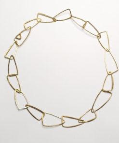 Halssmykke af trekanter, unik halskæde af trekanter, trekanter, unikt design, unika, sammensat, usynlig lås, låsdesign, sammensat
