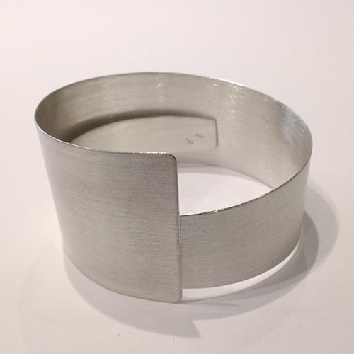 Rustik, bred armring med smart lukning, spiral, spiralarmring, kan gøres større eller mindre