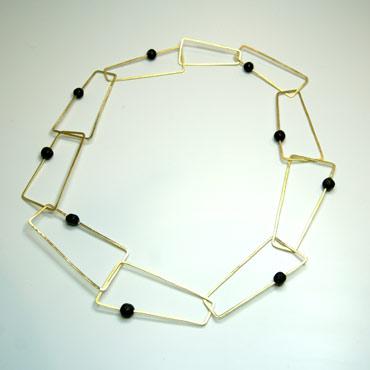 Halskæde med lavasten, unik halslænke, firkanter, halskæde af aflange firkanter, lavasten i lænkerne, sammensat, unika, rustik halskæde, sten, usynlig lås, låsdesign