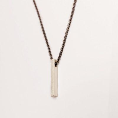 Oxyderet, halskæde, stav som vedhæng, vedhæng, slebet overflade, halskæde, halslænke, stav, minimalistisk, sølv, charms