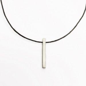 halssmykke med stav, firkandet, minimalistisk smykke