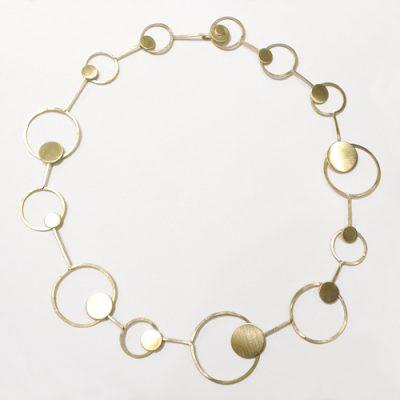 Minimalistisk halskæde, point halssmykke, usynlig lås, låsedesign, låsedekoration, hægtelås, cirkel, cirkler, slebet overflade, halslænke