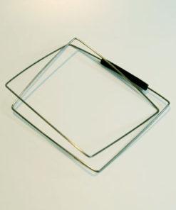 Armsmykke af fjederstål, armring, kantet, firkantet, firkanter