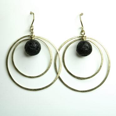 sølv, øreringe, krog, øresmykke, minimalistisk, enkel, cirkel, cirkler, uro, figur, former, vedhæng, sten, sort, lava, lavasten