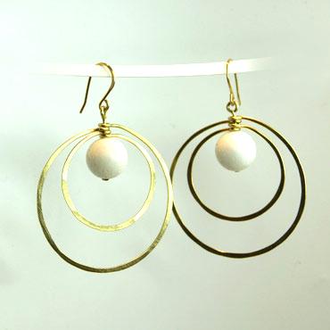 sølv, øreringe, krog, øresmykke, minimalistisk, enkel, cirkel, cirkler, uro, figur, former, vedhæng, sten, hvid,