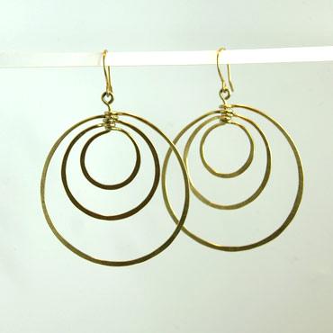 messing, øreringe, krog, øresmykke, minimalistisk, enkel, cirkler, cirkel, uro, figur, former, natur,