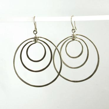 sølv, øreringe, krog, øresmykke, minimalistisk, enkel, cirkler, cirkel, uro, figur, former, natur,