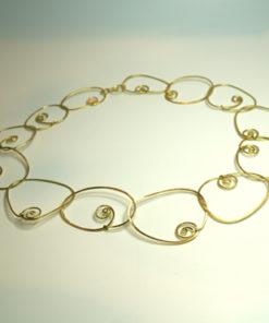 Halssmykke med spiraler, rustik halskæde, lænker, små spiraler, slebet overflade, sammensat