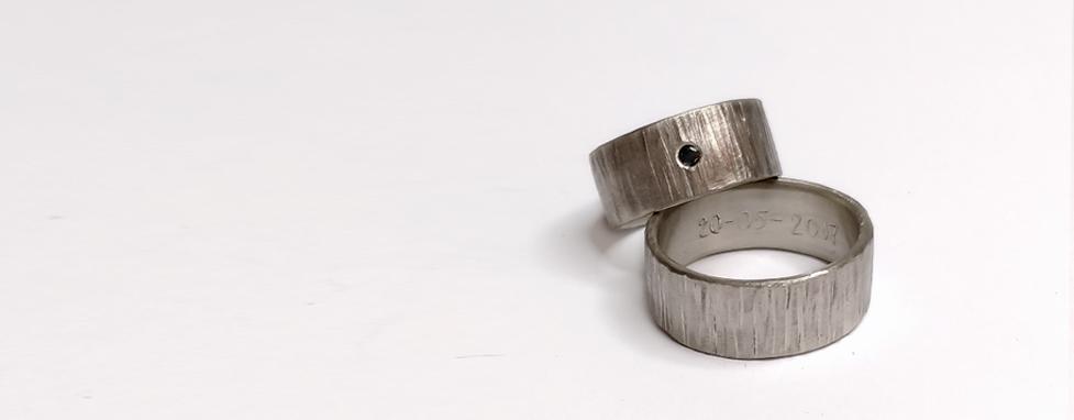 Hvidguld ring med sort diamant
