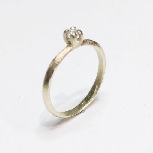 Unik, prinsessering, forlovelsesring, solitaire ring, kronefatning, grappefatning, organisk, grov, håndlavet